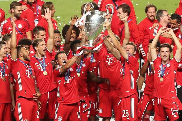 Jogadores do Bayern de Munique celebram a conquista da Liga dos Campeões