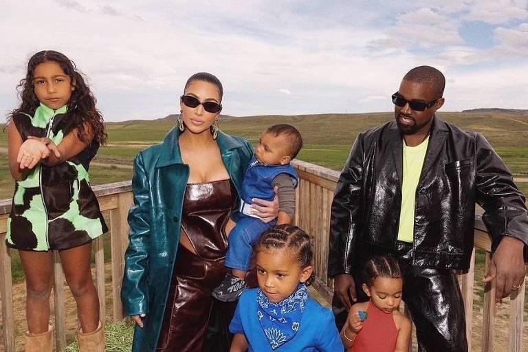 Kanye West e Kim Kardashian posam juntos em foto e afastam rumores de crise no casamento