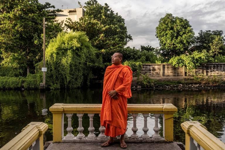 Luon Sovath, monge cambojano e ativista dos direitos humanos que fugiu do Camboja, em Bancoc