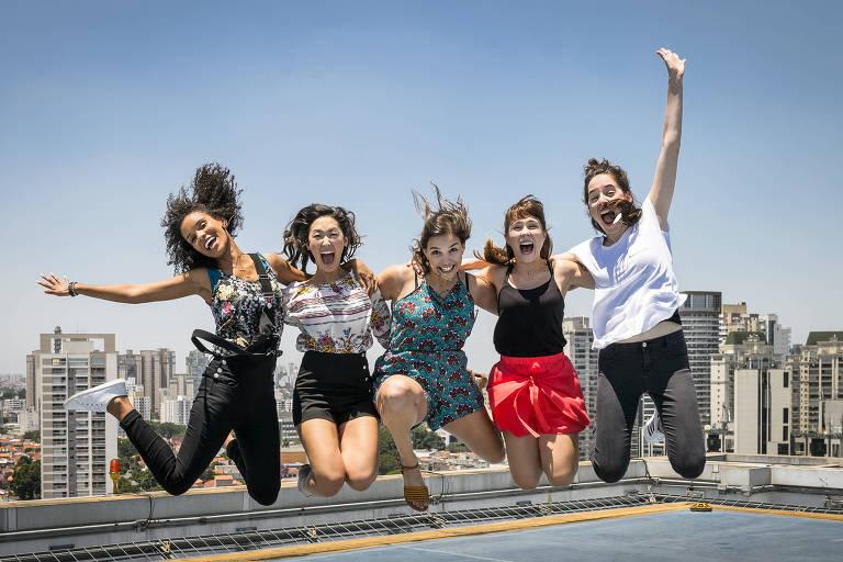 """As atrizes Heslaine Vieira, Ana Hikari, Gabriela Medvedovski, Daphne Bozaski e Manoela Aliperti em """"Malhação - Viva a Diferença"""""""