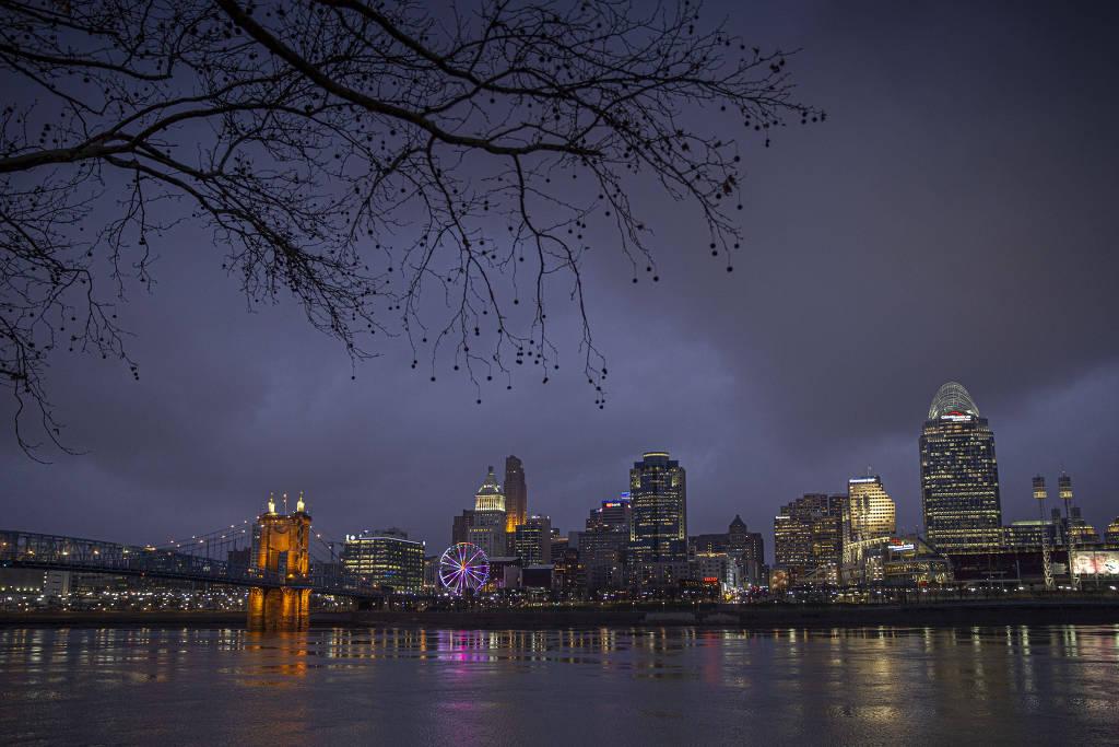 Vista noturna da cidade de Cincinnati, em Ohio (EUA)