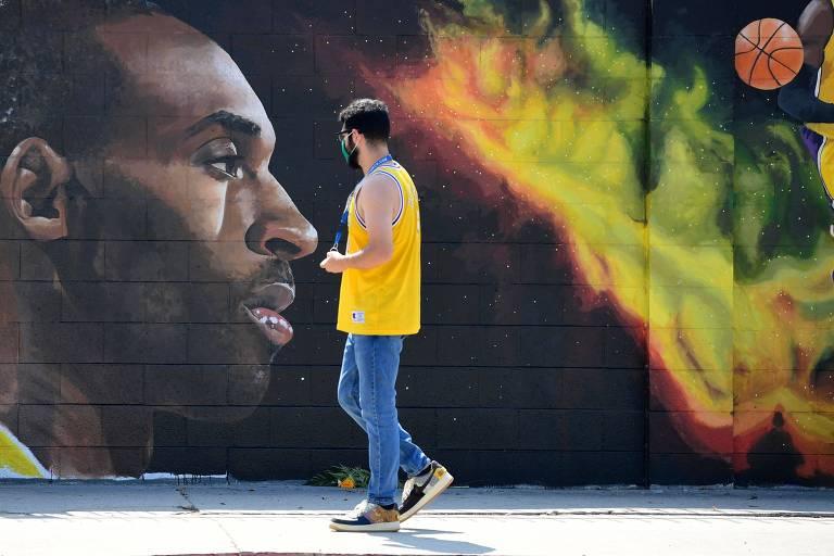 Kobe Bryant é homenageado e vira nome de rua na região do Staple Center em Los Angeles