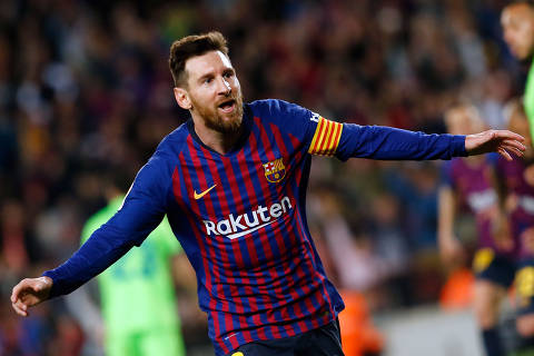 Barcelona's Argentinian forward Lionel Messi celebrates his goal during the Spanish League football match between FC Barcelona and Levante UD at the Camp Nou stadium in Barcelona on April 27, 2019. (Photo by PAU BARRENA / AFP)