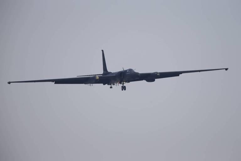 Um U-2 se aproxima da base aérea americana em Osan, ao sul de Seul, a capital sul-coreana