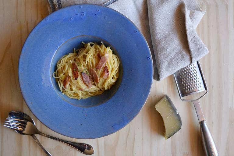 Aprenda a preparar espaguete à carbonara