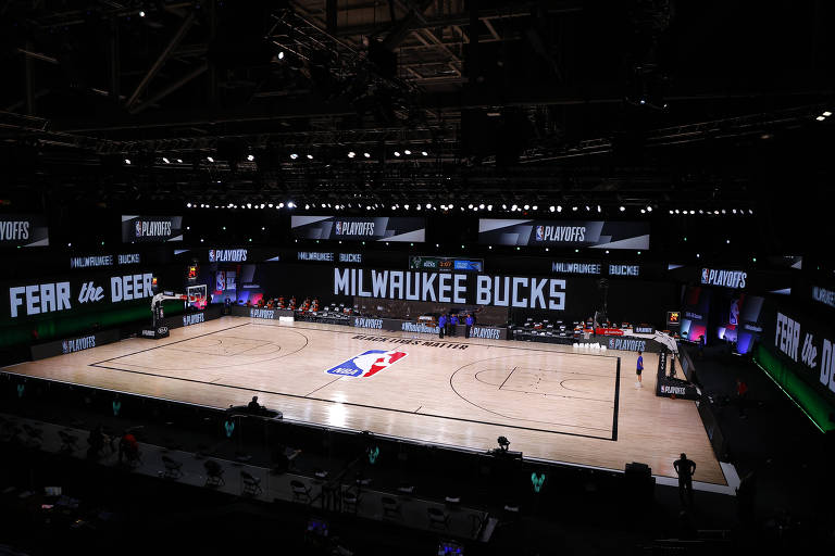 Atletas da NBA boicotam jogos dos playoffs após violência policial contra homem negro