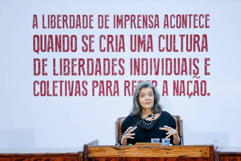 Ministra do STF Carmen Lúcia durante palestra no 7º Fórum Liberdade de Imprensa e Democracia, em Brasília, em 2015