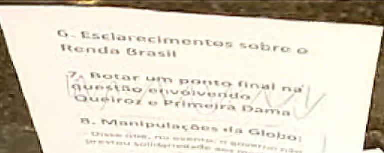 """Roteiro da live de Bolsonaro tem escrito """"Botar um ponto final na questão envolvendo Queiroz e Primeira Dama"""""""