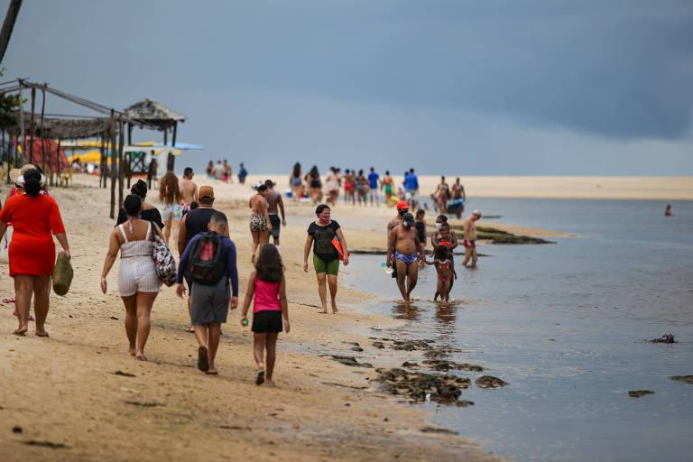 Movimentação na Barra do Jacuípe, na Bahia, ainda é tímida por conta do desastre ambiental e da pandemia do Covid-19.