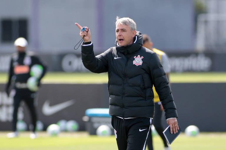 O técnico Tiago Nunes gostou do futebol apresentado pelo Corinthians na derrota para o São Paulo, no último domingo