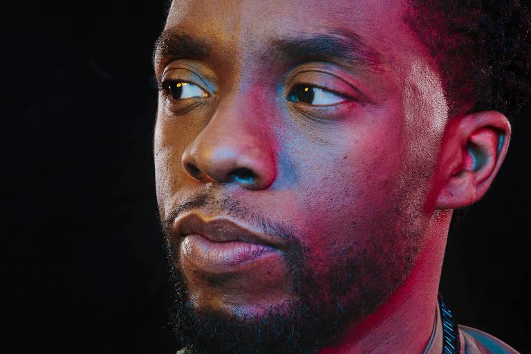 O ator Chadwick Boseman, astro do filme 'Pantera Negra', em retrato de dois anos atrás