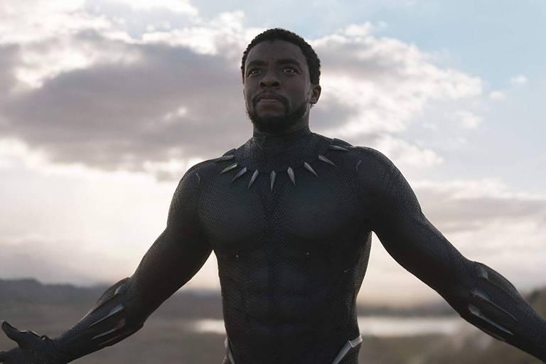 Ator Chadwick Boseman interpreta o herói Pantera Negra no filme homônimo