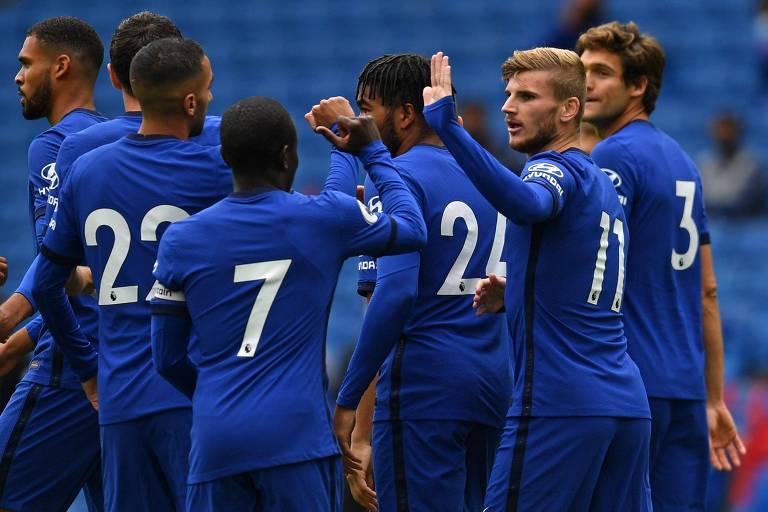 Com a camisa 11 do Chelsea, Timo Werner comemora o primeiro gol dele com a camisa do time inglês