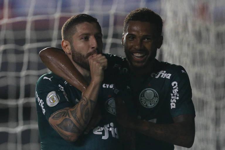Zé Rafael comemora o seu gol com Wesley