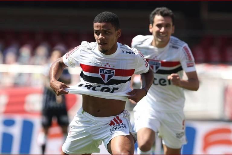 Brenner comemora gol pelo São Paulo em clássico contra o Corinthians