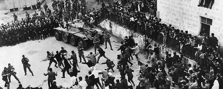 """Cena do filme """"A Batalha de Argel"""""""