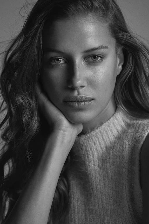 Imagens da modelo Nicole Poturalski