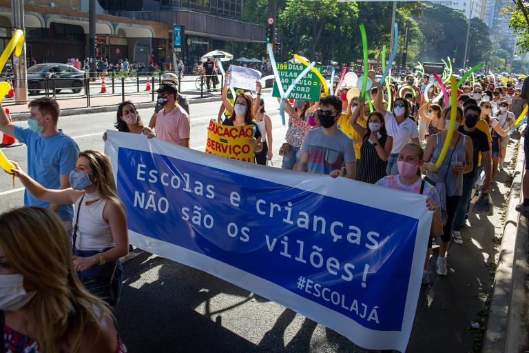 Pais protestam na av. Paulista pelo retorno das aulas presenciais, suspensas pela pandemia