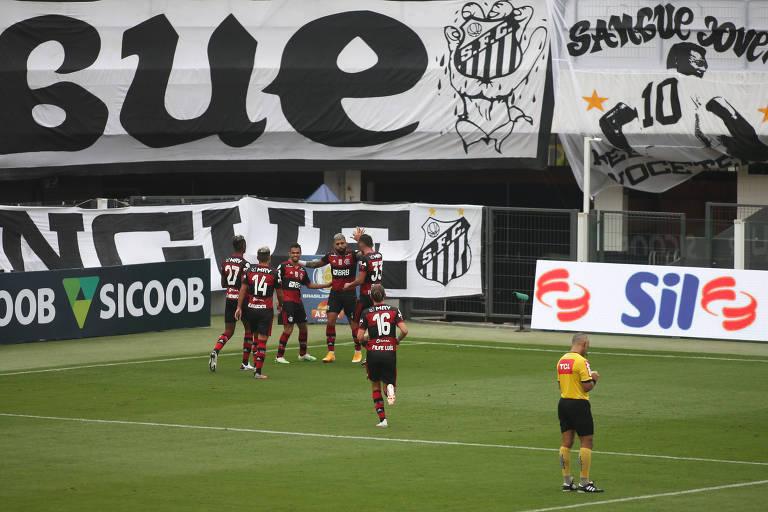 Jogadores do Flamengo comemoram gol de Gabigol contra o Santos