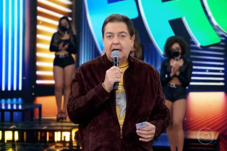 Fausto Silva apresenta o Domingão do Faustão
