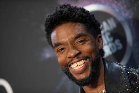 (FILES) In this November 24, 2019, file photo US actor Chadwick Boseman poses in the press room during the 2019 American Music Awards at the Microsoft theatre in Los Angeles. - Actor Chadwick Boseman's death from colon cancer at the age of 43 highlights the growing rate of this disease among younger adults, who often end up diagnosed at later stages. According to Dr Kimmie Ng, director of the Young-Onset Colorectal Cancer Center in Boston, it shows how important it is for more research into what is driving the rise in cases, as well as greater awareness and screening. (Photo by Valerie MACON / AFP)