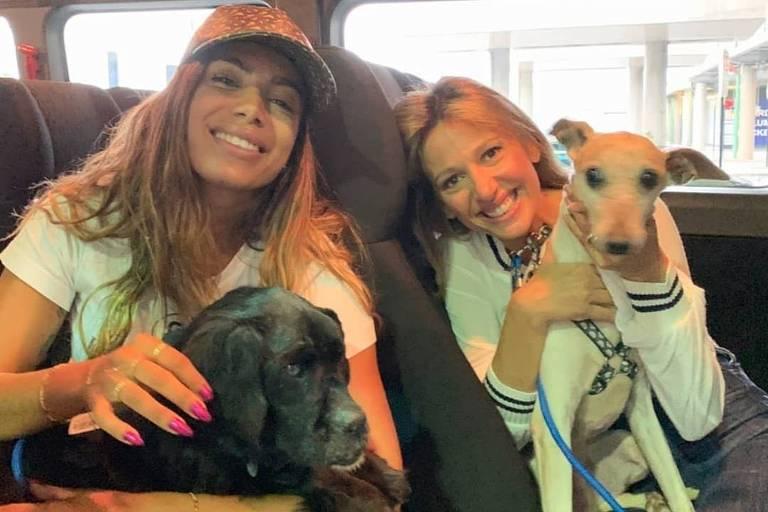 Anitta e Luisa Mell juntas na manhã desta segunda-feira (30)