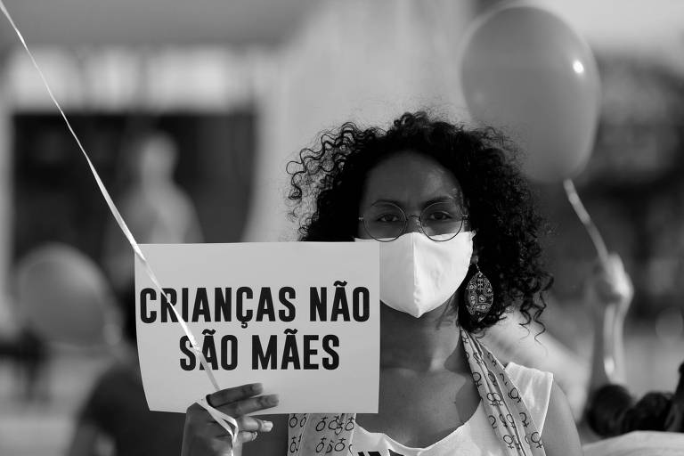 Mulheres protestaram contra a cultura do estupro no Brasil em frente ao STF no dia 20 de agosto