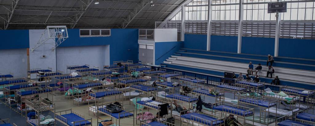 Hospital de campanha montado no ginásio de esportes do Centro Educacional e Esportivo Edson Arantes do Nascimento - Pelezão, na Lapa, zona oeste de São Paulo