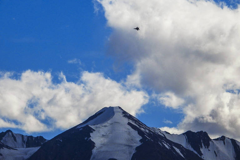 Caça indiano patrulha região perto de Leh, capital de Ladakh, área fronteiriça com a China