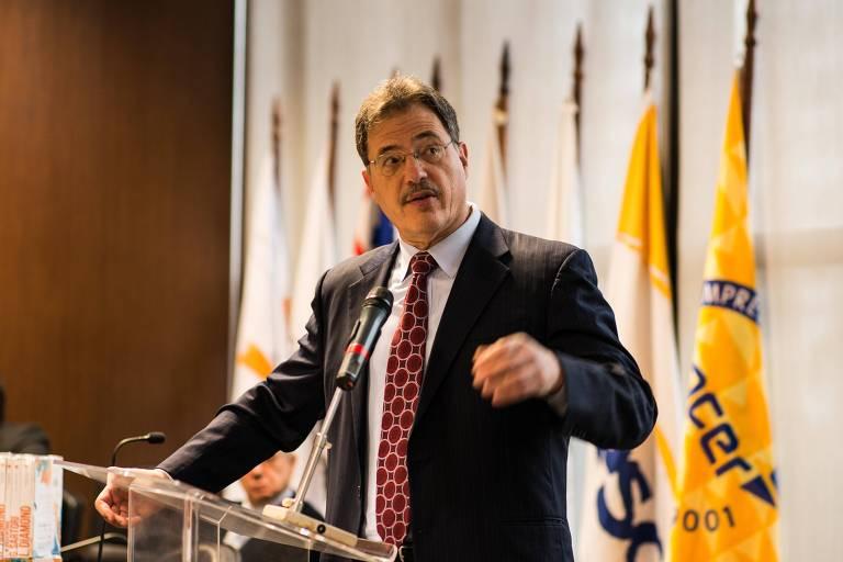 O cientista político Larry Diamond em palestra em São Paulo