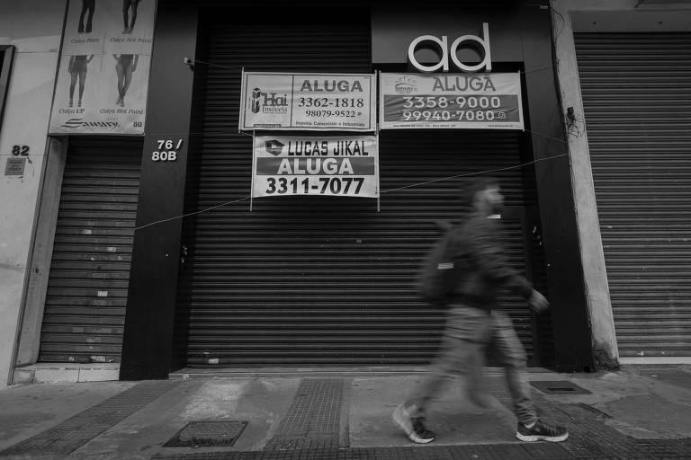 Lojas fechadas para aluguel na região do Bom Retiro, no centro de São Paulo