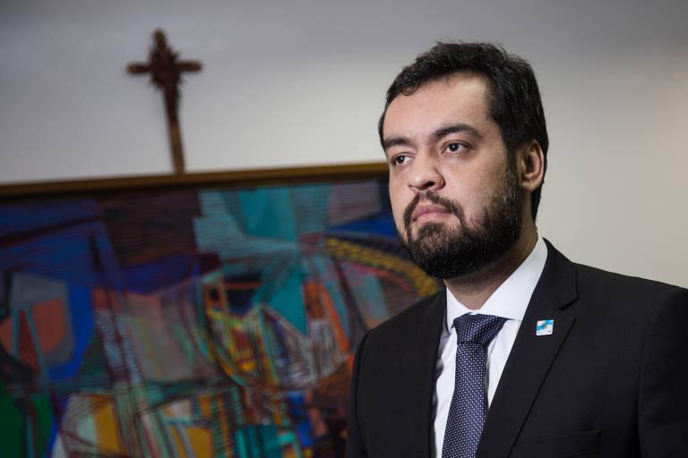Este é Claudio Castro, governador interino do Rio