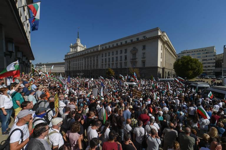 Milhares pedem renúncia de premiê da Bulgária