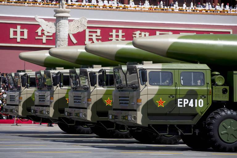 Mísseis balísticos DF-26, com capacidade nuclear, em desfile militar em Pequim