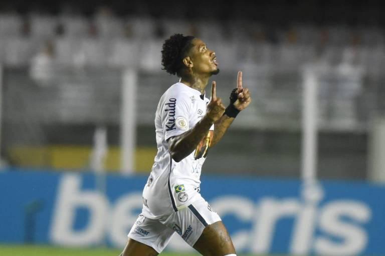 Marinho celebra gol que fez contra o Vasco