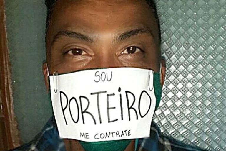 Desempregados usam máscara de proteção como anúncio e conseguem trabalho