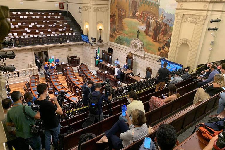 Vereadores debatem em ambiente virtual e presencial o pedido de abertura do processo de impeachment do prefeito Marcelo Crivella