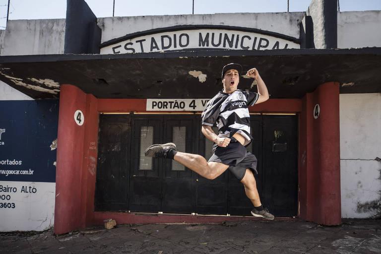 João espera soltar o grito de gol, mesmo fora do estádio, no duelo do XV contra a Portuguesa