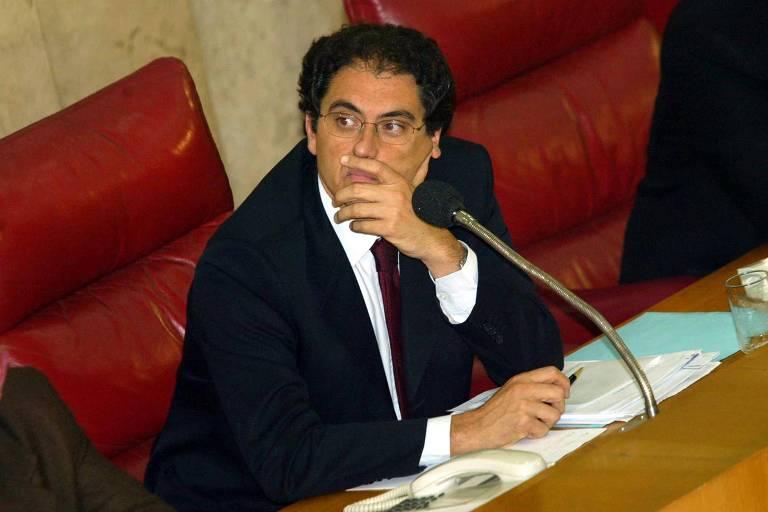 Carlos Zarattini fala na Câmara Municipal em 2002, quando era secretário de Transportes de São Paulo