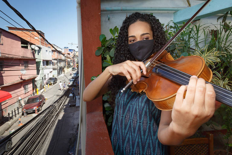 Música vira um instrumento de solidariedade em Heliópolis
