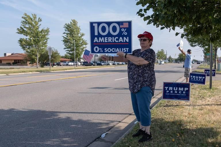 Apoiadores de Donald Trump celebram sua nomeação para candidato à reeleição pelo Partido Republicano em Saginaw, Michigan
