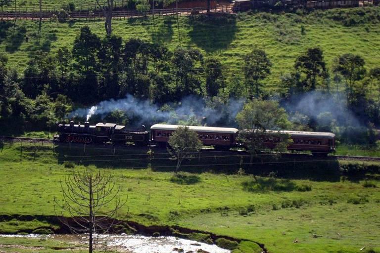 Trem da Serra da Mantiqueira volta aos trilhos em Minas Gerais após 5 meses