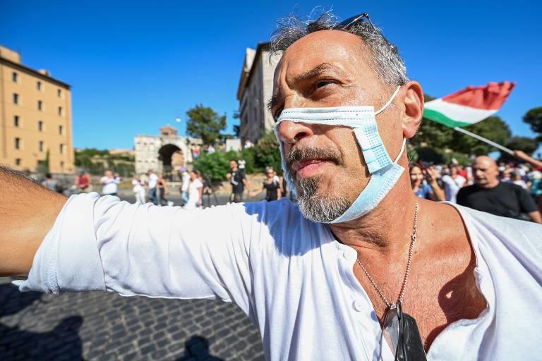 Negacionistas da Covid-19 protestam em Roma contra uso de máscaras e distanciamento social;