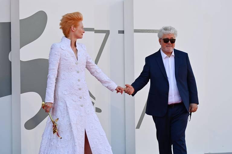 Almodóvar arrebata Veneza com Tilda Swinton em filme de liberdade pornográfica