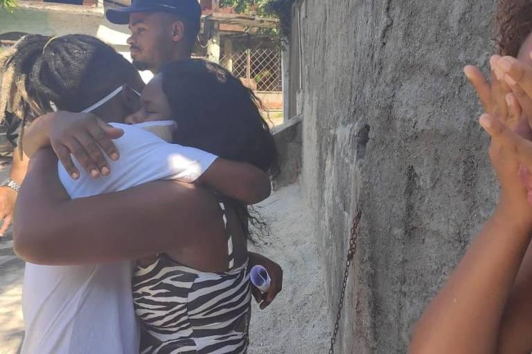 O músico Luiz Carlos Justino é solto no Rio neste domingo
