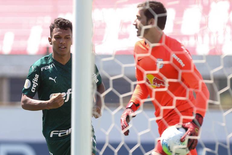 Gabriel Veron comemora seu gol na virada do Palmeiras sobre o Red Bull Bragantino