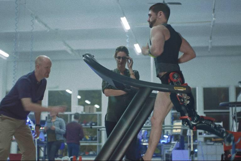 Filme mostra transformação de atleta com deficiência em superesportista