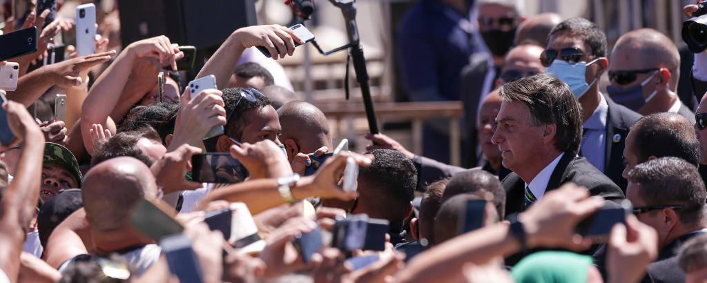 Sem máscara, o presidente Jair Bolsonaro em aglomeração no Sete de Setembro em Brasília