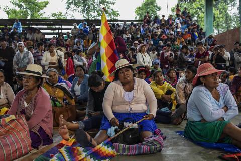 Cocaleiros participam de congresso em um ginásio em Chimoré, na região do Chapare