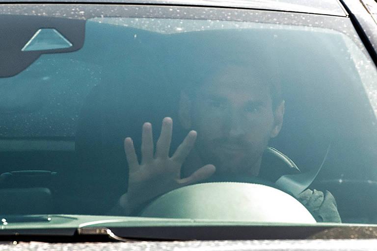 Messi chega ao centro de treinamento do Barcelona nesta segunda-feira (7)